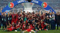 Portugal keluar sebagai juara Piala Eropa usai mengalahkan Prancis 1-0 di di Stade de France, Senin (11/7). (REUTERS)