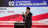 Calon presiden nomor urut 02 Prabowo Subianto memberi paparannya dalam debat kedua Pilpres 2019 di Hotel Sultan, Jakarta, Minggu (17/2). Debat bertema energi, pangan, infrastruktur, SDA, dan lingkungan hidup. (Liputan6.com/Faizal Fanani)