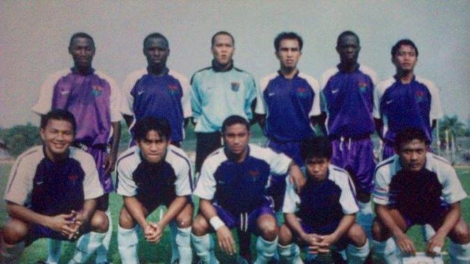 Skuat Persita 2002-2003. (Bola.com/ Dok. Zona Memori Sepak Bola Klasik Indonesia)