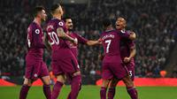 Gelandang Manchester City, Raheem Sterling merayakan golnya saat melawan Tottenham Hotspur pada pertandingan Liga Inggris di Wembley Stadium di London (14/4). Manchester City menang 3-1 atas Tottenham Hotspur . (AFP Photo/Ben Stansall)