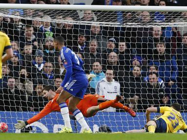 Pemain Chelsea, Ruben Loftus Cheek, mencetak gol ke gawang Scunthorpe United pada putaran ketiga Piala FA di Stadion Stamford Bridge, London, Minggu (10/1/2016). (Reuters/Stefan Wermuth)