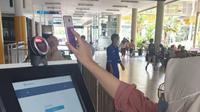 PT Angkasa Pura II (Persero) mewajibkan calon penumpang pesawat untuk menggunakan aplikasi PeduliLindungi untuk memproses keberangkatan penerbangan. Foto: AP2
