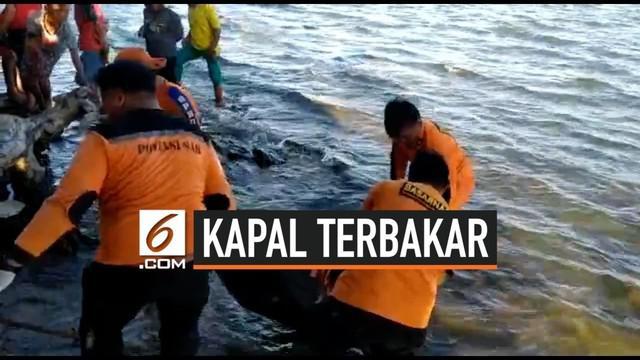Pencarian korban terbakarnya KM Izhar terus dilakukan tim gabungan Basarnas. Hari Rabu (21/8/2019) petugas kembali menemukan satu korban tewas di perairan dekat terbakarnya kapal.