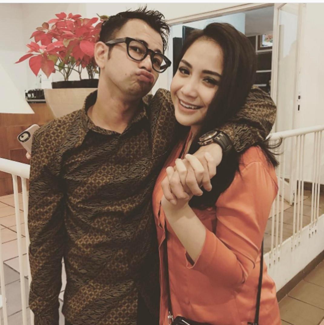 Raffi Ahmad dan Nagita Slavina kerap menunjukkan kemesraan ala mereka. (Instagram @raffinagita1717)