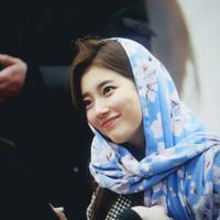 Suzy mengenakan hijab. (Instagram/suzyforver)