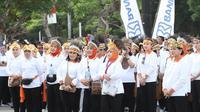 Jalan Sehat Keluarga dalam rangka Peringatan Hari Ibu ke 91 Tahun 2019 di Plaza Timur Gelora Bung Karno, Jakarta.