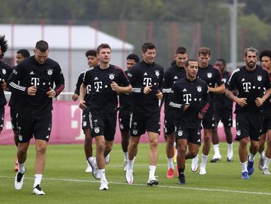 Pemain Bayern Munchen saat mengikuti sesi latihan jelang bergulirnya kompetisi Liga Jerman di Munich, Jerman, Sabtu (12/9/2020). Bayern Munchen akan menghadapi Schalke pada laga pembuka kompetisi Liga Jerman musim 2020/2021. (AP Photo/Matthias Schrader)