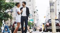 Sibuk, namun ingin tetap mempertahankan hubungan dengan pasangan? Simak beberapa tipsnya di sini.