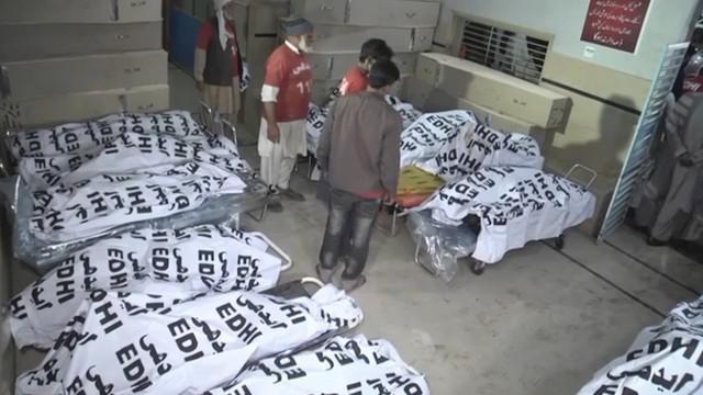 Kecelakaan tragis terjadi di Pakistan. Bus terbakar setelah tabrak truk, 27 orang tewas akibat musibah ini.