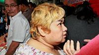 """Saat Argo memberikan keterangan dihadapan para wartawan, artis bertubuh gempal itu tiba-tiba berteriak. """"Saya dijebak ! Saya dijebak ! Saya tidak mengedarkan. Saya dijebak,"""" ucap Pretty Asmara. (Adrian Putra/Bintang.com)"""