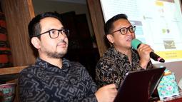 Dirut Mandiri Manajemen Investasi, Alvin Pattisahusiwa (kanan) saat memberikan paparan di Jakarta, Kamis (18/10). Melalui produk Kontrak Investasi Kolektif Dana Investasi Infrastruktur, MMI akan memenuhi solusi investasi. (Liputan6.com/HO/Wawan)