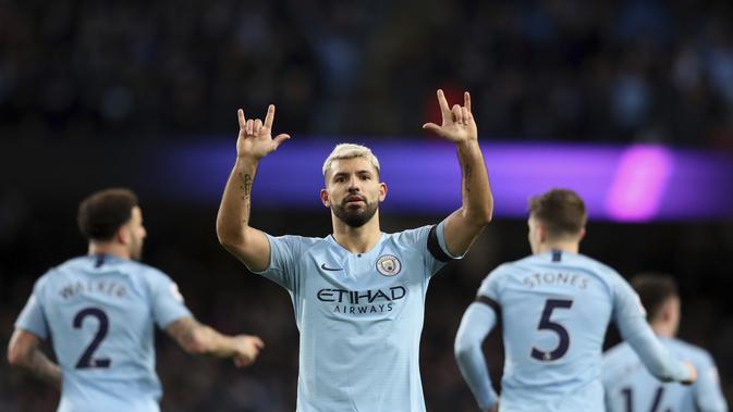 Striker Manchester CIty, Sergio Aguero, merayakan gol yang dicetak ke gawang Chelsea dalam laga lanjutan Premier League di Stadion Etihad, Senin (11/2/2019) dini hari WIB.  (AP Photo/Jon Super)