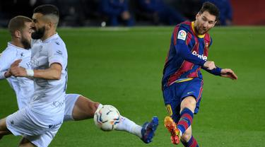 FOTO: Menang 4-1 atas SD Huesca, Barcelona Gusur Real Madrid dari Posisi 2 - Lionel Messi