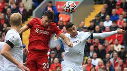 The Reds tampil menekan dari awal dimulainya pertandingan pada babak pertama. Hasilnya, Diego Jota berhasil menjadi keran gol Liverpool pada menit ke-18. Dirinya sukses menanduk bola dari umpan silang yang diberikan Tsimikas. (Foto: AFP/Lindsey Parnaby)