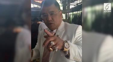 Pengacara Hotman Paris menjadi pembicaraan warganet setelah muncul dalam sebuah video dan menitip pesan untuk wanita yang ingin bercerai.