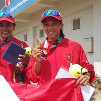 Riska Andriyandi/Nur Meni meraih medali perunggu pada nomor kano ganda 500 meter putri di Asian Games 2018, Kamis (30/8/2018). (Bola.com/Riskha Prasetya)