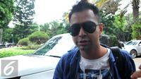 Raffi Ahmad mendatangi Polda Metro Jaya untuk menjalani pemeriksaan sebagai saksi terkait kasus penghinaan lambang negara oleh Zaskia Gotik. [Foto: Faisal R. Syam/Liputan6.com]