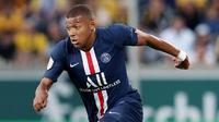 1. Kylian Mbappe (Paris Saint Germain) - Penyerang andalan Les Parisiens ini tidak hanya handal dalam mencetak gol tapi juga mempunyai kecepatan diatas rata-rata. Di gim FIFA 20 ia mempunyai kecepatan tertinggi dengan nilai 96. (AFP/Ronny Hartmann)