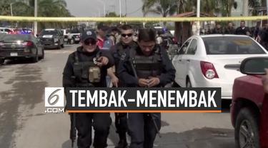 Aksi saling tembak terjadi pada sebuah jalanan di Guadalajara, Meksiko antara polisi dan sebuah kelompok mencurigakan. Tiga orang tewas akibat kejadian ini, salah satunya seorang perwira polisi.