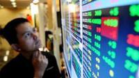 Layar pergerakan harga saham di BEI, Jakarta, Senin (10/5). Pada penutupan perdagangan hari ini, IHSG menguat sebanyak 111, 094 poin seiring dengan penguatan seluruh bursa di Asia Pasifik.(Antara)