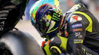 Pada MotoGP 2020, Valentino Rossi kembali berstatus pembalap paling senior. (Twitter/Yamaha)