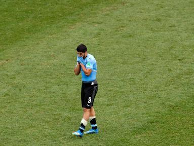 Striker Uruguay, Luis Suarez bereaksi setelah kalah atas Prancis pada akhir laga perempat final Piala Dunia 2018 di Nizhny Novgorod Stadium, Jumat (6/7). Timnas Uruguay tersingkir usai ditumbangkan Prancis dua gol tanpa balas. (AP/Hassan Ammar)