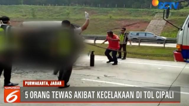 Kecelakaan berawal saat mobil sedan dari arah Jakarta tiba-tiba oleng hingga menyeberang ke jalur berlawanan dan menabrak mobil bak terbuka, serta mobil box.