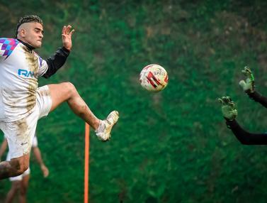 Foto Liga 1: Jelang Lawan Arema FC, Cristian Gonzales Giat Latihan Bersama RANS Cilegon FC