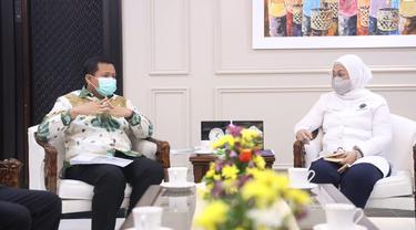 Menteri Ketenagakerjaan, Ida Fauziyah, saat menerima audiensi Bupati Sumedang, Dony Ahmad Munir dan Wali Kota Sawahlunto, Deri Asta secara terpisah di Ruang Kerja Kemnaker, Jakarta, Kamis (25/3/2021).
