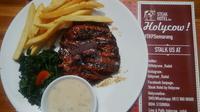 Sensasi menikmati steak yang dimasak bukan oleh chef, namun oleh tukang masak biasa.