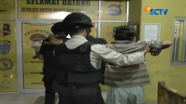 Dua jambret di Tangerang, Banten, diamuk massa, lantaran nekat merampas telepon genggam milik seorang mahasiswi.