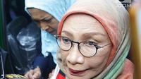 Terdakwa penyebaran berita bohong atau hoaks Ratna Sarumpaet tiba di Pengadilan Negeri Jakarta Selatan, Kamis (28/2). Ratna Sarumpaet berangkat dari Rumah Tahanan Polda Metro Jaya pdijemput kendaraan tahanan kejaksaan. (Liputan6.com/Herman Zakharia)