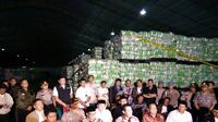 Satgas Ketahanan Pangan Mabes Polri gerebek gudang pemalsuan beras di Bekasi. (Liputan6.com/Fernando Purba)