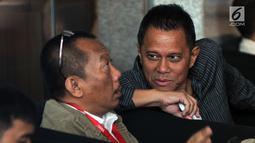 Presiden Komisaris PT Mugi Rekso Abadi Soetikno Soedarjo (kanan) bersiap menjalani pemeriksaan di Gedung KPK, Rabu (7/8/2019). Soetikno diperiksa sebagai tersangka karena diduga menjadi pihak yang memberikan suap kepada tersangka mantan Dirut Garuda Indonesia Emirsyah Satar (merdeka.com/Dwi Narwoko)