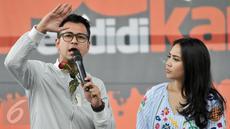 Selebritis Rafi Ahmad dan Nagita saat mengisi acara Pesta Pendidikan untuk memperingati Hari Pendidikan Nasional di RPTRA Kalijodo, Jakarta, Selasa (2/5). (Liputan6.com/Yoppy Renato)