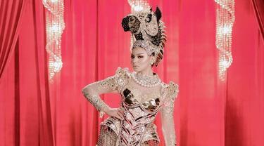7 Potret Jihane Almira Pakai Kostum Bertema Kuda NTT untuk Miss Supranational 2021