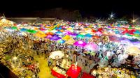Pratunam Night Market, wisata pasar malam dengan harga murah di Bangkok, Thailand. Sumber: Bangkok.