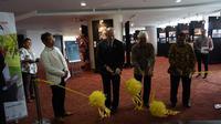 Dubes AS untuk Indonesia, Joseph R Donovan meresmikan pameran foto yang diadakan bersama dengan ANTARA dalam rangka perayaan ulang tahun hubungan diplomatik antara AS-Indonesia yang ke 70. (Liputan6.com/Benedikta Miranti T.V)