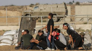 Aksi Warga Palestina Ketapel Pasukan Israel di Jalur Gaza