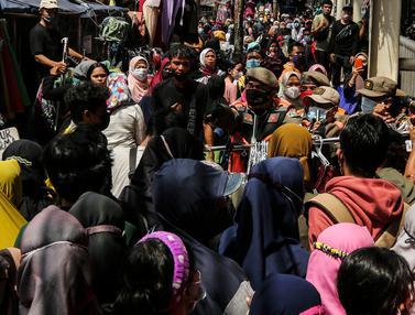 Razia PKL yang Berjualan di Trotoar Tanah Abang