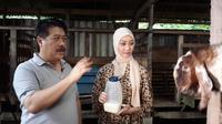 Wakil Kepala PPATK Agus Santoso tengah bercerita soal bisnis kambing etawa yang digelutinya. (Pebrianto Eko Wicaksono/Liputan6.com)