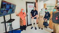 Direktur Utama Pupuk Kaltim Rahmad Pribadi, menyapa para Pejuang Covid-19 serta Pejuang Medis RS Pupuk Kaltim (dok: humas)