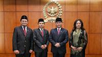 Melantik dan disumpah langsung oleh oleh Wakil Ketua MPR, Ahmad Basarah