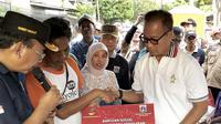 Menteri Sosial memberi bantuan korban kebakaran di Kelurahan Krukut, Taman Sari, Jakarta Barat pada Minggu, 17 Maret 2019 lalu. (Liputan6.com/Ratu Annisa Suryasumirat)