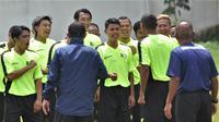 Para pemain profesional ketika mengikuti kursus kepelatihan di Malang dari 18 sampai 31 Januari 2021. (Bola.com/Iwan Setiawan)
