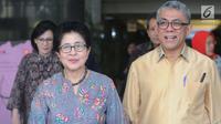 Menkes Nila Moeloek berjalan usai melakukan pertemuan tertutup di Gedung KPK, Jakarta, Rabu (21/8/2019). Pertemuan Lembaga Kebijakan Pengadaan Barang/Jasa Pemerintah (LKPP) membahas tentang peningkatan kualitas dan perbaikan di sektor kesehatan. (merdeka.com/Dwi Narwoko)