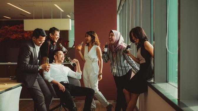 Ilustrasi kerja sama, berkumpul (Photo by Ali Yahya on Unsplash)