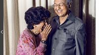 Perdana Menteri Malaysia Mahathir Mohamad kerap mengunggah foto bersama istri tercintanya, Siti Hasmah. (Instagram Mahathir Mohamad)