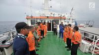 Tim SAR gabungan mendapatkan pengarahan untuk mencari korban pesawat Lion Air JT 610 yang jatuh di laut utara Karawang, Jawa Barat, Selasa (30/10). Sejumlah penyelam dikerahkan dalam proses pencarian hari kedua ini. (Merdeka.com/Iqbal S. Nugroho)