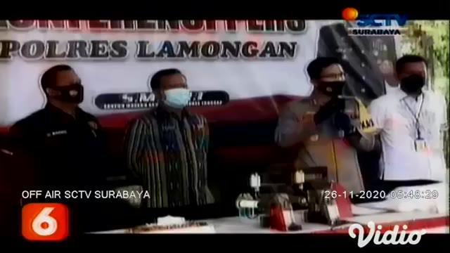 Komplotan pengedar gula rafinasi yang beraksi di sejumlah wilayah sekitar Jawa Timur, berhasil dibekuk Polres Lamongan. Diketahui modus pelaku, yakni mengganti karung gula rafinasi dengan karung gula kristal putih.